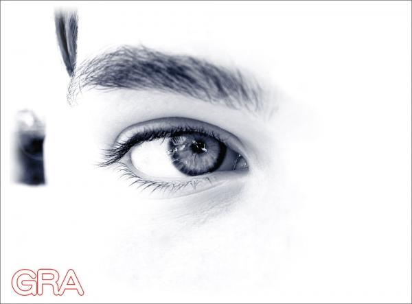 Web1000_eye1255631